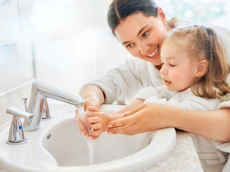 Wie Eltern ihre Kinder vor Erkältungen schützen