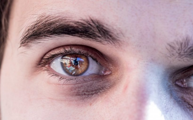 Diese Augenfarbe ist mitunter für Winterdepressionen verantwortlich