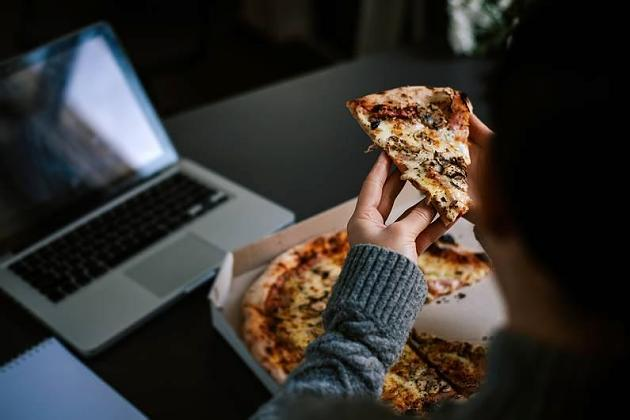 Nächtlicher Heißhunger: Wie gefährlich sind Mitternachtssnacks wirklich?