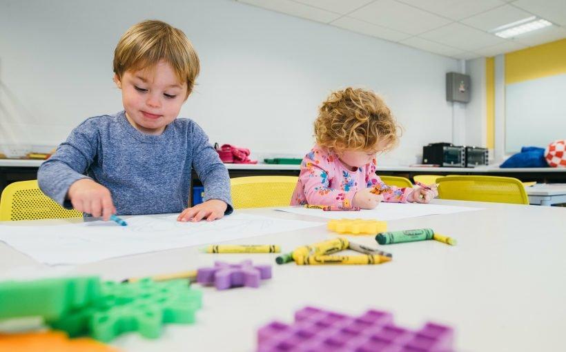 Wie kommen Kinder selbst zu zeichnen? Es hängt davon ab, wer auf der Suche