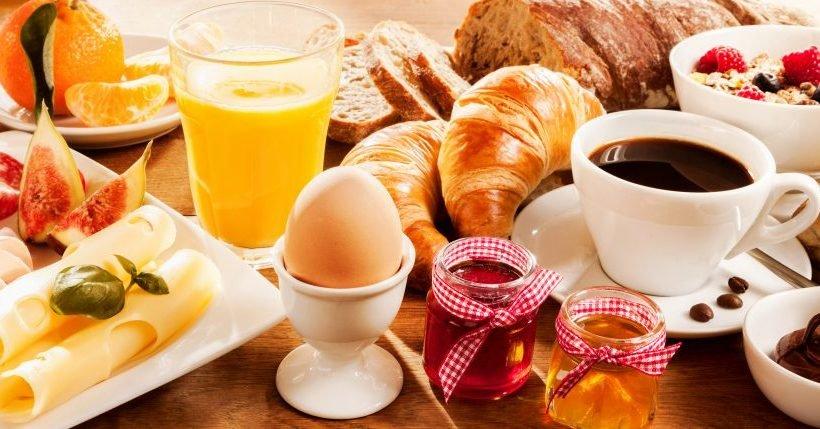 Diätische Ernährung: Das Verzichten aufs Frühstück kann auch beim Abnehmen behilflich sein!