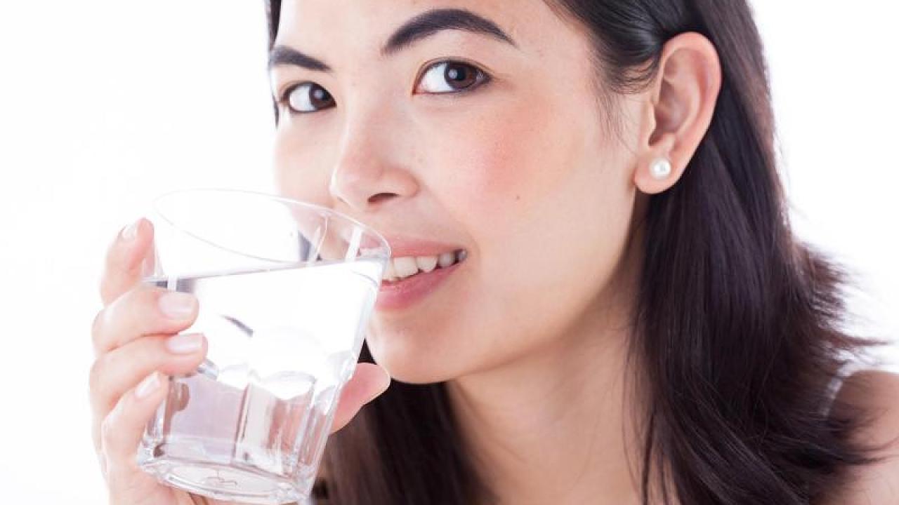 Leitungswasser oder Mineralwasser: Eine Expertin erklärt den Unterschied - Video
