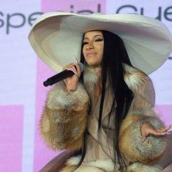 Cardi B-Aktien Ihr Geld, Rat und Geld-Probleme bei Beautycon