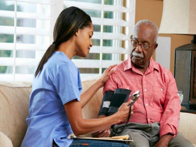 Die Normalisierung der BP bei älteren Menschen mit Bluthochdruck kann die Mortalität bis