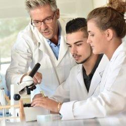 Misstrauen gegenüber Schulmedizin weit verbreitet- Nur 23 Prozent vertrauen voll und ganz