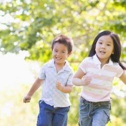 Von Fettleibigkeit, zu Allergien, spielen im freien ist die beste Medizin für Kinder