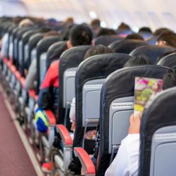 Flugreisen verbreitet Infektionen weltweit, aber Gesundheit Beratung von inflight-Magazine, beschränken können, dass