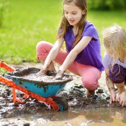 Kinder-und Schmutz: Holen Sie sich genug, um zu helfen, aber nicht genug, um verletzt, ein Arzt berät