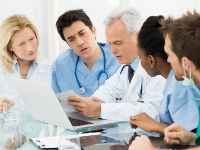 Die Hälfte der Arzt-Direktoren der NCI Krebs-Zentren die Industrie erhalten Zahlungen