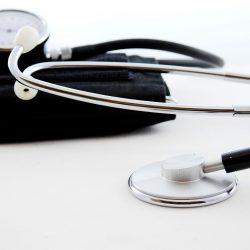 Patient Gebühren bedeuten junge Menschen besuchen Arzt weniger