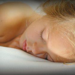 Schlaflosigkeit: wie helfen Sie Kindern (und Ihren Eltern) einen guten Schlaf