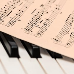 Die Musik-Therapie, die half, Gabby Giffords sprechen, wieder ist die erste Demenz-Patienten bewegen