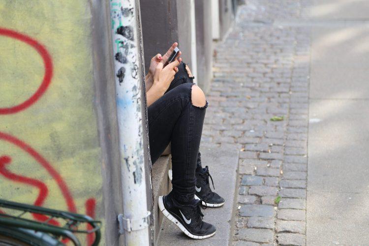 3 Stunden täglich mit der Nutzung von social media verbunden mit schlechten Schlaf-Muster im Vereinigten Königreich teens