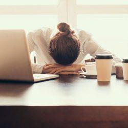 Zeitumstellung belastet Frauen mehr als Männer