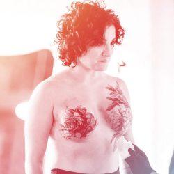 Ich Hatte eine Doppelte Mastektomie bei 32—und Dann Drehte sich Meine Narben In ein Mächtiges Tattoo