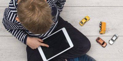 Kinder-gadgets = weniger Schlaf und mehr Risiko für unerwünschte Gewicht