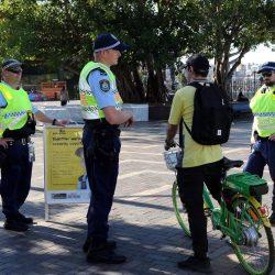 Over-the-top Polizeiarbeit der Fahrrad-Helm-Gesetze Ziele anfällig Fahrer