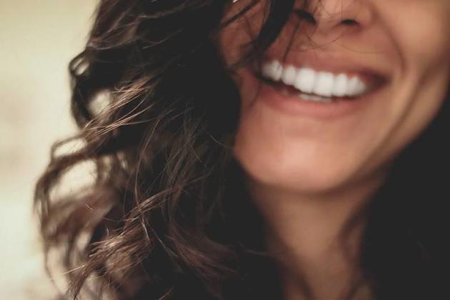 Mundgeruch: 6 effektive Hausmittel für einen frischen Atem