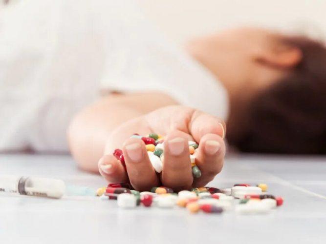 Ein Drittel der Jungen Erwachsenen bekommen die Medikamente für opioid-Einsatz Störung nach überdosis