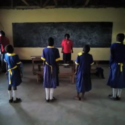 Community-basierte Ratgeber helfen, zu mildern Trauer bei Kindern verwaiste in Ost-Afrika