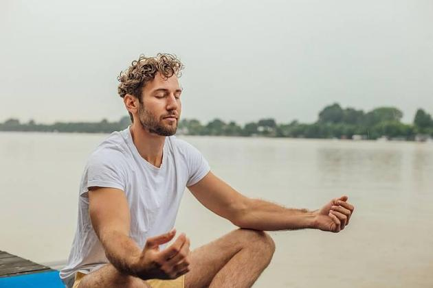 Achtsamkeit: Wie Meditieren gegen Migräne helfen kann
