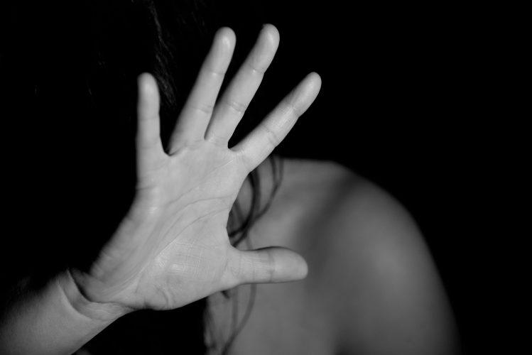 """Nicht alle finden Trost, während """"safe at home"""": Schutz der schwächsten von COVID-19"""