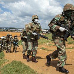 Virus Prävention Maßnahmen, die gewalttätig werden, in Teile von Afrika