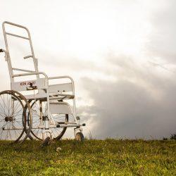Körperlich aktive ältere Veteranen fallen mehr, aber verletzt sich weniger