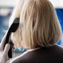 Ansturm auf die Telefonseelsorge: Jetzt kommen die Ruheständler zurück und helfen