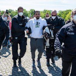 Festnahmen bei Demo vor dem Reichstag – Attila Hildmann abgeführt