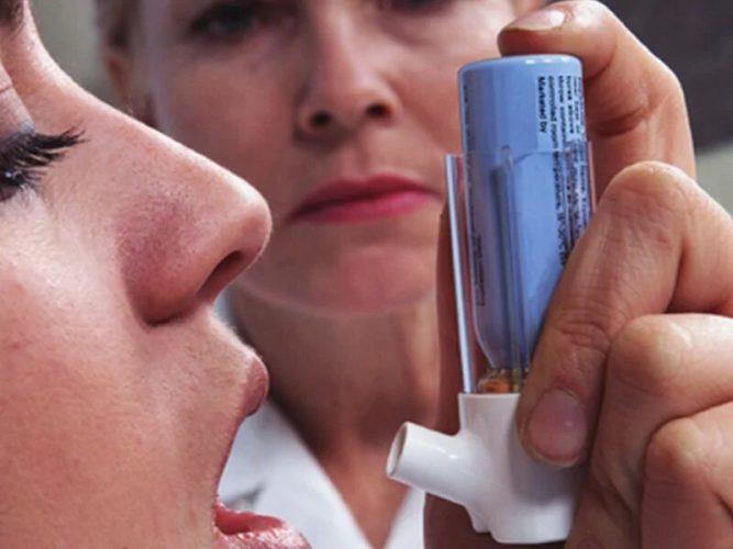 Inhalator verwenden, während der Corona-Virus-Pandemie