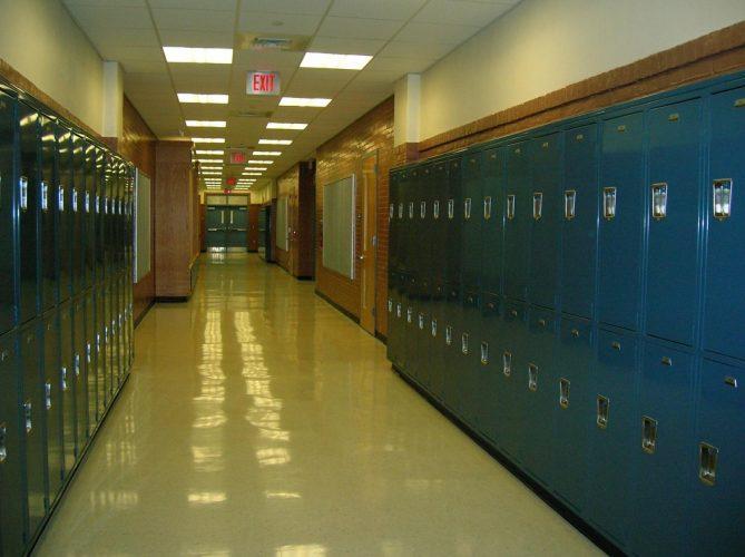 Experte erläutert, was nötig ist, um wieder zur Schule zu gehen und sicher arbeiten