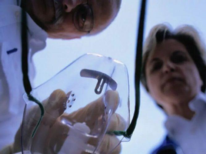 Anästhesisten Verschiebung der Praxis aus ODER auf der Intensivstation während der Pandemie