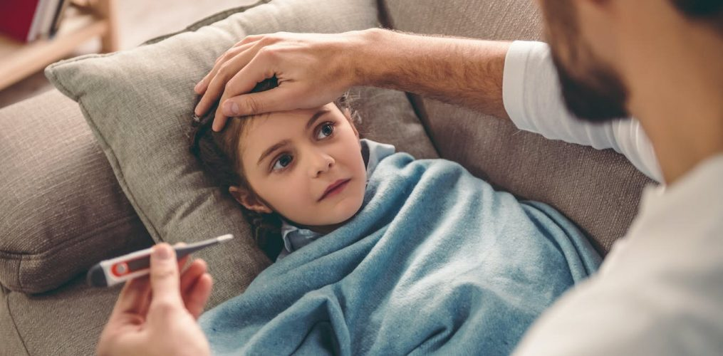Coronavirus oder nur eine Erkältung? Was tun, wenn Ihr Kind krank in diesem winter