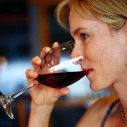 Ein oder zwei Drinks pro Tag ist gut für Ihr Gehirn, sagt Studie