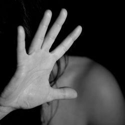 Daten zeigen Anstieg der Gewalt in der Familie nach der bleiben-an-Haus-Bestellungen