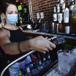 Steigende virus Summen force überdenken, bars, Schulen, Tourismus