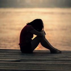 Erhöhte Aufmerksamkeit auf die traurigen Gesichter prognostiziert Depressionen-Risiko bei Jugendlichen
