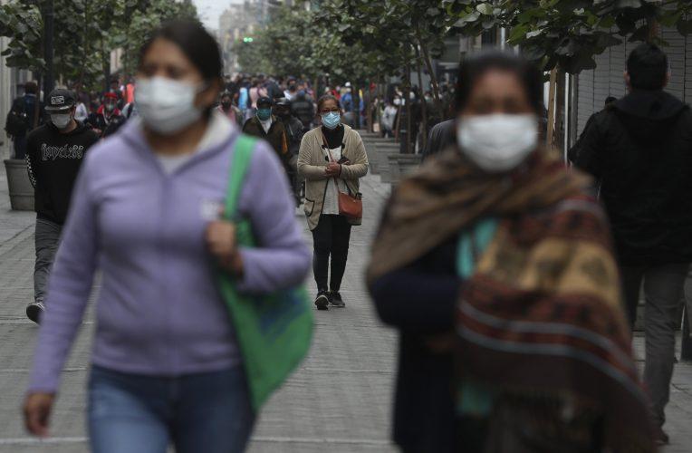 Peruaner füllen die Straßen, als lockdown enden trotz Infektionen