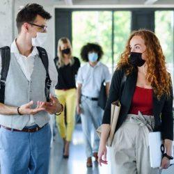 Gesichtsmasken machen Dinge schwierig für die Gehörlosen