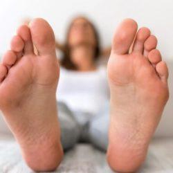 Fußgeruch: Mit diesen Tipps halten Sie die Füße frisch – Naturheilkunde & Naturheilverfahren Fachportal
