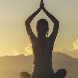 Yoga hilft bei Herzrhythmusstörungen – Naturheilkunde & Naturheilverfahren Fachportal