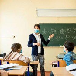 Debatte über schärfere Vorgaben: Einheitliche Maskenpflicht in Schule und Beruf?