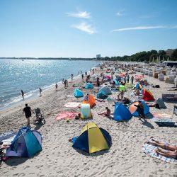 Lange Staus und volle Strände: Polizei rät von Ostsee-Trip ab