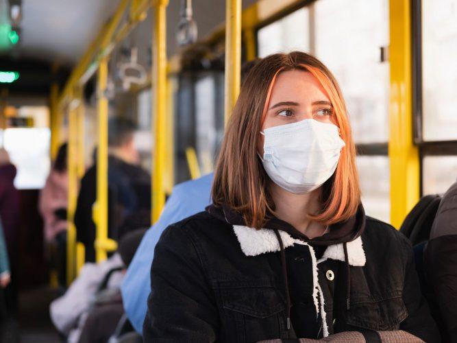 Covid-19: Mildere Verläufe und Immunität durch Masken?