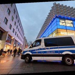 """""""Rote Karte gezeigt"""": Dresdner Polizei stoppt Querdenker und Hooligans"""