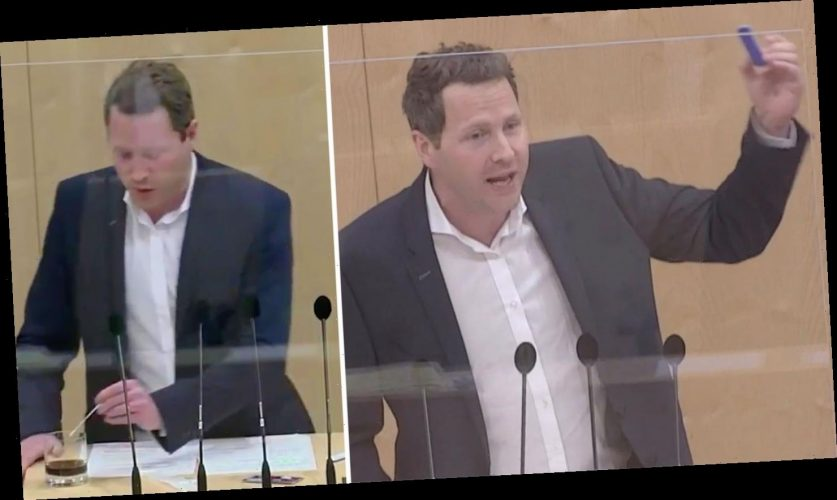 FPÖ-Politiker blamiert sich: Die Cola und der Corona-Test – ein Skandal, der keiner ist