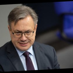 Umstrittene Geschäfte mit Corona-Masken: CSU-Abgeordneter Nüßlein tritt aus Partei aus
